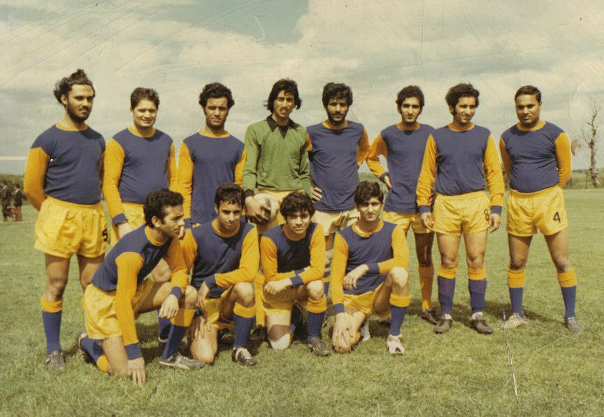 1970 Guru Side in Blue & Gold Shirts before the Gravesend Tournament at Gordon Girls School