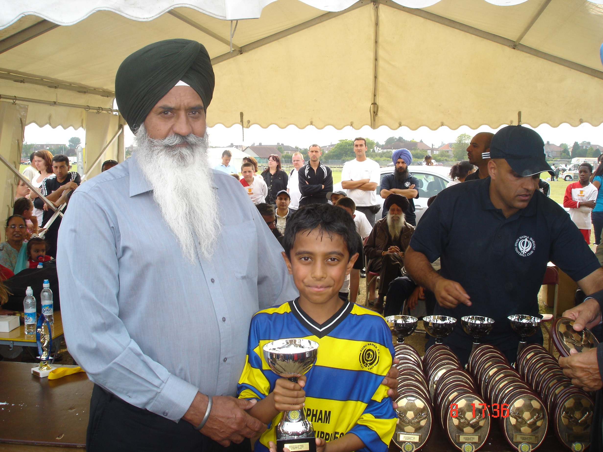 Arun Suman with U10s Barking 2007 winners trophy