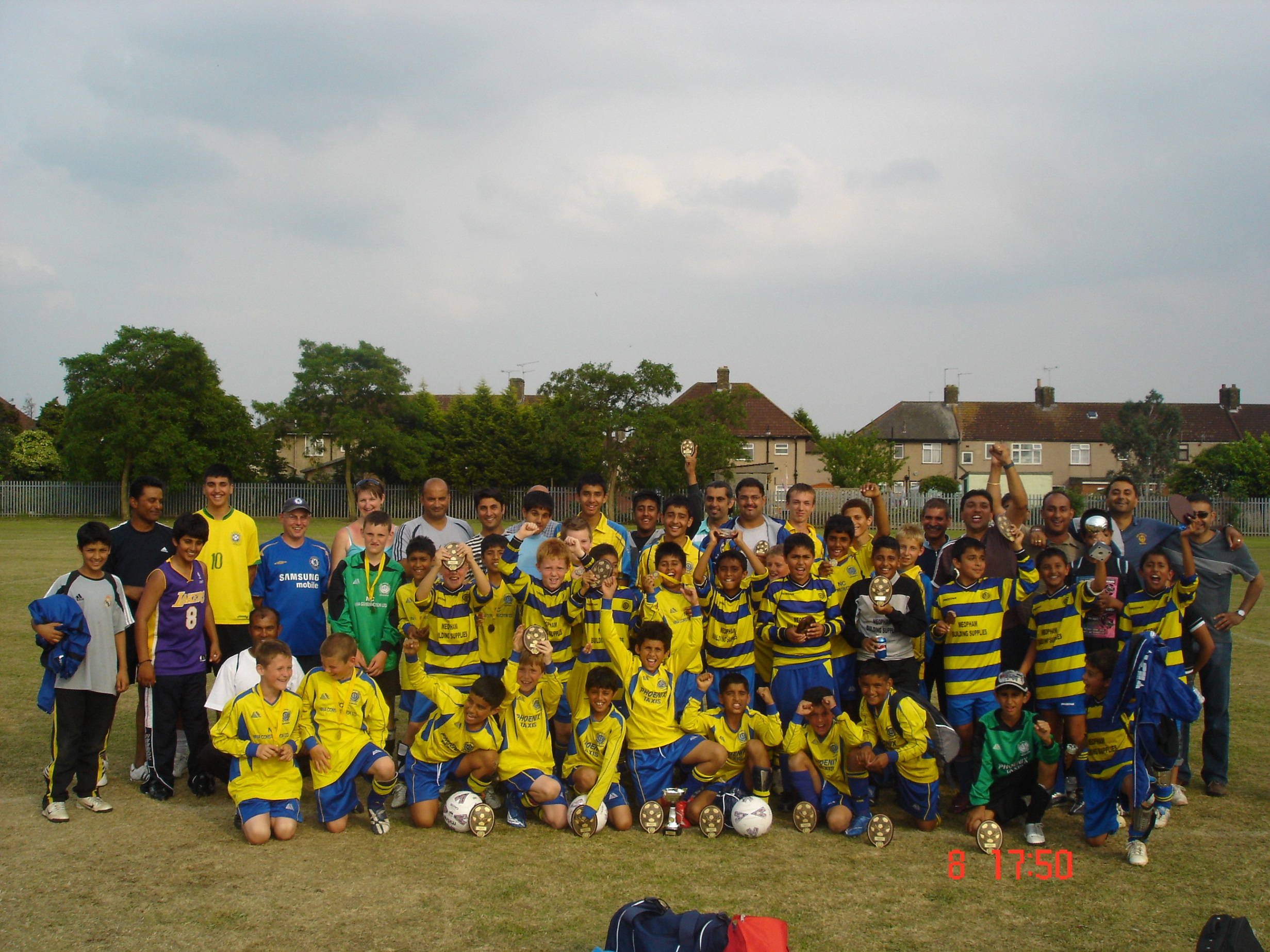 Youth teams at Barking 2007 with medals